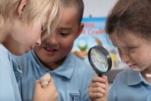 kids using magnifying glass
